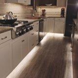Un revêtement de sol en vinyle de surface de bois dur pour la cuisine