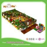 Cour de jeu d'intérieur confortable de parc d'attractions de village