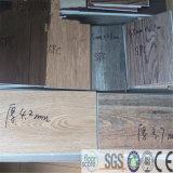 Hölzerner Vinylplanke-Bodenbelag des Korn-Vinylspc