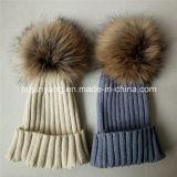 Шлем Knit зимы высокого качества с шариком шерсти Raccoon на верхней части