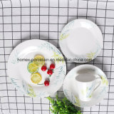 L'ouest de la vaisselle en céramique de style définie avec différentes formes