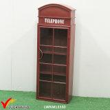 Scaffale rustico del metallo della cabina di telefono con i portelli di vetro