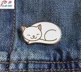 Cute cat forme personnalisée de l'épinglette en alliage de zinc avec la différence de couleur