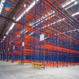 Entrepôt de stockage des montants de rayonnage à usage intensif