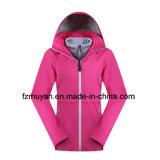 Женщины делают Breathable втройне куртку водостотьким