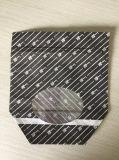El papel de Kraft con la cremallera y la ventana clara se levantan la bolsa de papel
