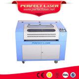 Máquina de estaca da gravura do laser do CO2 para a tela do couro de sapatas de pano
