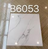 De witte Tegel van de Vloer van het Porselein van Carrara Marmer Verglaasde (600X600mm)