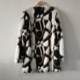 三色のジャカードによって編まれたのどの毛皮のコートはShuのベルベティーンと結んだ