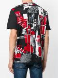 Hommes rouges et T-shirt estampé abstrait noir