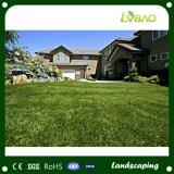 El uso de césped paisajismo de 35mm en el jardín