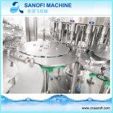 自動ペットによってびん詰めにされる天然水の充填機か完全な生産ライン