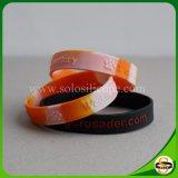 Gewirbelter SilikonWristband mit kundenspezifischem Firmenzeichen