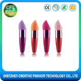 Esponja cosmética del maquillaje de la muestra libre de la belleza multicolora de la fundación con la maneta