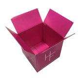 작은 빨간색 판지 상자 포장