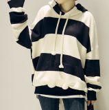 대중적인 뒤와 백색 줄무늬 스웨터 두건이 있는 남성 여가 옷