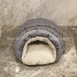 Graues Katze-Schlafenbett-Innenkatze-Haus-Hefterzufuhr-Haustier-Bett