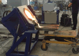 Four de fonte de inclinaison hydraulique industriel approuvé de la CE pour le métal en acier en aluminium de cuivre
