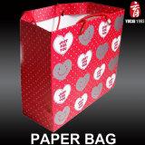 Colorida bolsa de papel de regalo de amor para enamorados