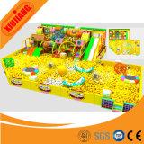 Il gioco fantastico dei bambini scherza il campo da giuoco dell'interno con il Bouncer gonfiabile