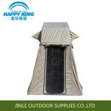 別館が付いている車の屋根の上のテントのキャンプテント