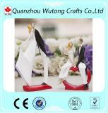 新しいデザイン結婚式の装飾の樹脂のカップルの置物