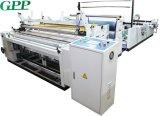 Velocidad automática que rebobina el papel higiénico del rodillo enorme que hace la máquina