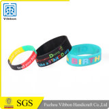 Preiswerte Förderung Debossed Tinte gefüllter Silikon-Wristband/Armband