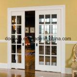 小型のドアの応接室の出入口を滑らせる古典的な優雅の骨董品のドアのフレンチドア
