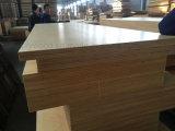 Alta calidad de 1220*2440mm 16mm para la construcción de madera contrachapada de protección contra incendios
