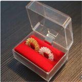 Anel de massagem de dedo com uma caixa de Cristal