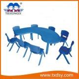 Los niños preescolares mesas y sillas de plástico