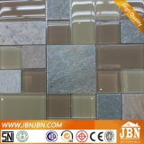 BADEKURORT schlägt Felsen und hellbraune Farben-Glasmosaik mit einer keule (M855116)