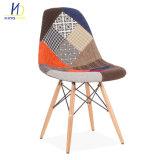 2018 Strong vie simple de conception les jambes de bois Tissu Salle à manger des chaises en plastique