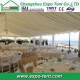 党のための夏浜の屋外のテント