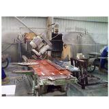 Steinrand-Ausschnitt-Maschine mit der Schaufel, die 45 Grad kippt