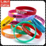 Preiswertes schönes kundenspezifisches Silikon-Gummi-Armband mit Firmenzeichen