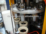 機械を作るペーパーコーヒーカートンのコップ