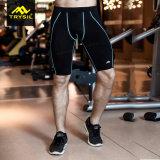 Sport der Männer trägt kurze Legging Hosen für Eignung