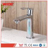 Кран смесителя тазика ванной комнаты отполированный в Faucet воды крома установленном палубой