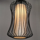 中国様式の塗られた黒い鳥籠の鉄のペンダント灯
