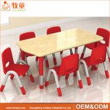 アメリカのカシの就学前の子供のための物質的な四人の純木表の家具