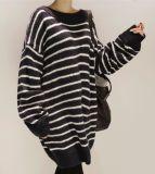 Maglione spesso delle signore a strisce in bianco e nero di alta qualità del Knit