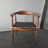 Restaurant solide de meubles en bois de frêne chaises de salle à manger avec le siège de PU