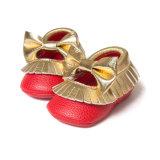 Младенца малыша Delebao ботинки шпаргалки Moccasinss Bowknot Tassel младенческого мягкие единственные