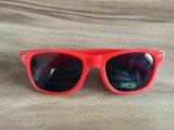Promoção Retro plástico óculos de sol com a marca do OEM