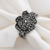 花の黒いラインストーンの水晶女性の合金の人工指のリング