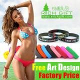 Presente imprimido Debossed livre do bracelete do silicone da cor contínua de amostra do basquetebol