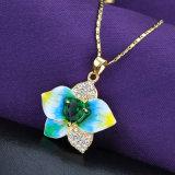 Collar pendiente cristalino del esmalte de la flor del encadenamiento del oro amarillo de la joyería de la manera