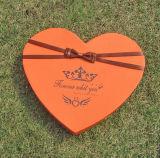 ودود قلب شكل شوكولاطة يعبّئ صندوق